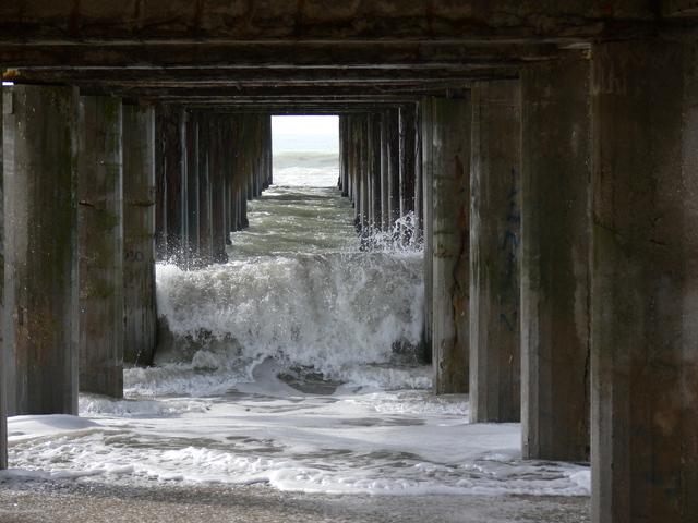 under-the-bridge-1366955-640x480