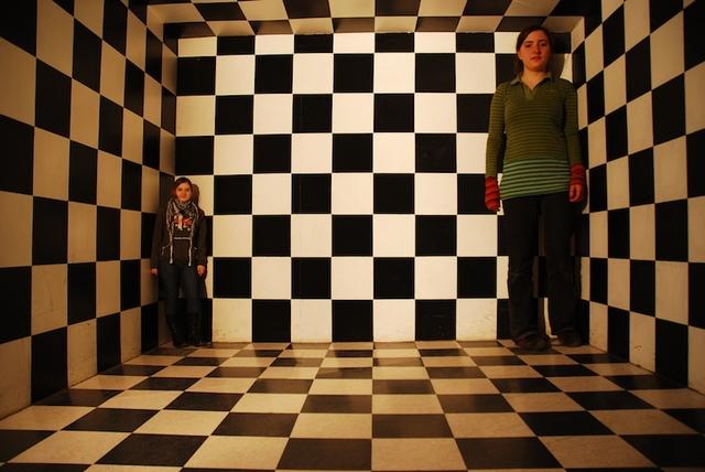 ames-room-illusion-1156662-640x428