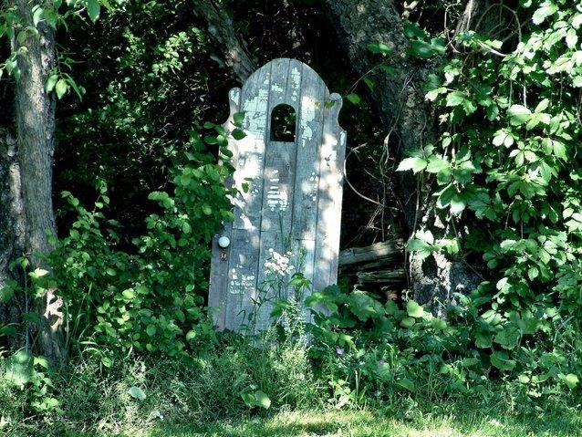 door-in-the-garden-1397952-638x479